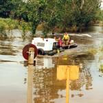 Rzeka O³awa. Holujemy uszkodzon¹ ³ódŸ motorow¹.