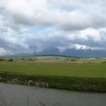 Rzeka Poprad, w dali Wysokie Tatry.